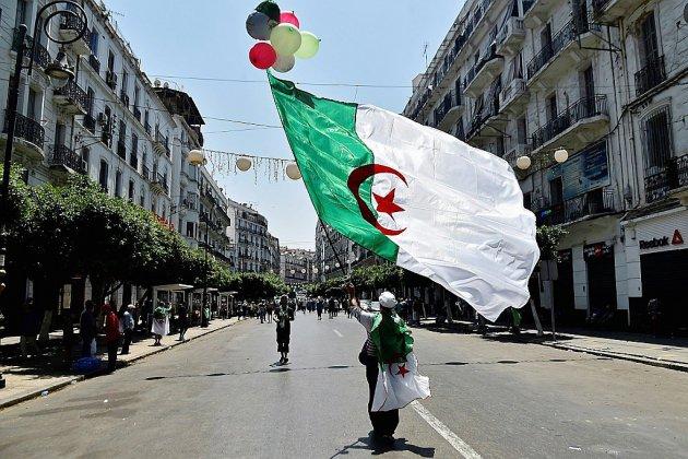"""A Alger, les manifestants fustigent le """"panel de médiation"""""""