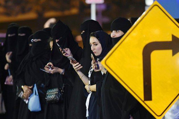 """Les Saoudiennes autorisées à voyager sans l'accord d'un """"gardien"""" mâle"""