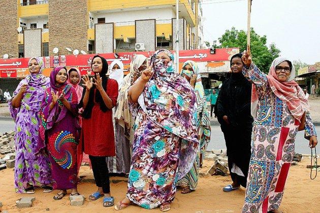 """Soudan: accord """"complet"""" entre militaires et contestation, enthousiasme nuancé à Khartoum"""