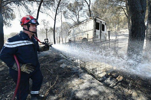Incendies dans le Gard: les feux maîtrisés, l'enquête se poursuit