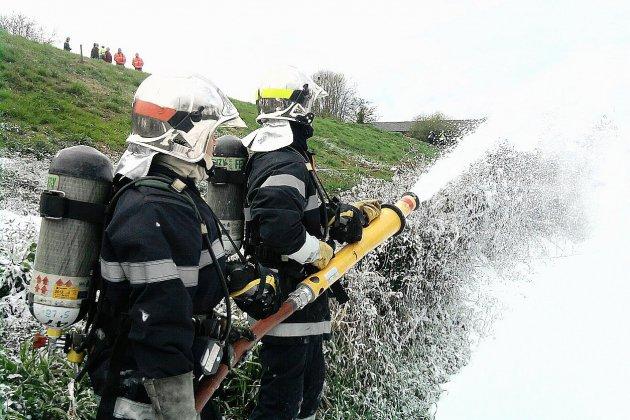 Manche : une caravane prend feu sur la RN 13