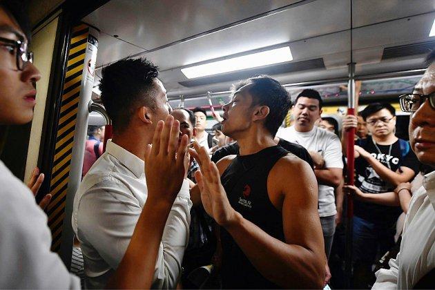 Hong Kong: Les manifestants prodémocratie sèment le chaos dans les transports en commun