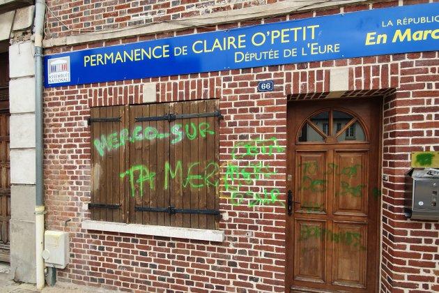 Eure : la permanence de la députée Claire O'Petit taguée à Etrépagny