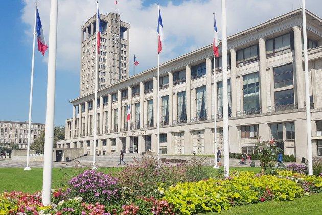 Drapeau en berne au Havre