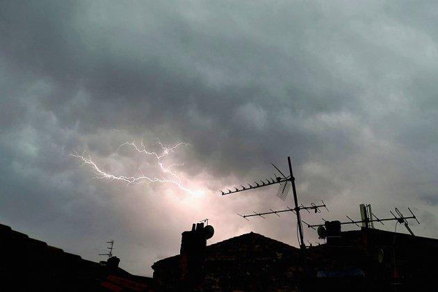 Orages: six départements maintenus en alerte dans le centre-est