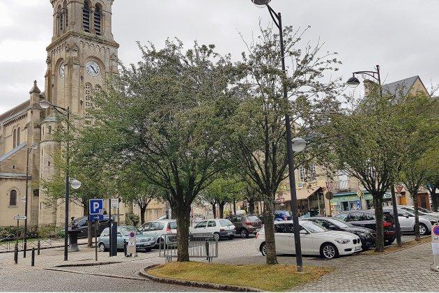 Une Place de la Division Leclerc à Alençon