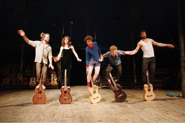 A Caen, des acrobaties sur des guitares pour le final d'Éclat(s) de Rue