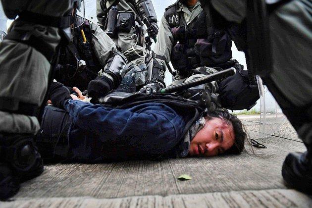 Hong Kong: Nouveaux heurts entre policiers et manifestants après une courte accalmie
