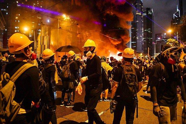 Hong Kong: les manifestants tentent de bloquer l'accès de l'aéroport