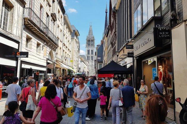 Avec sa braderie, Rouen poursuit sa reconquête des clients de centre-ville