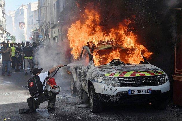 """""""Gilets jaunes"""": une rentrée sans grande ampleur, marquée par des violences"""