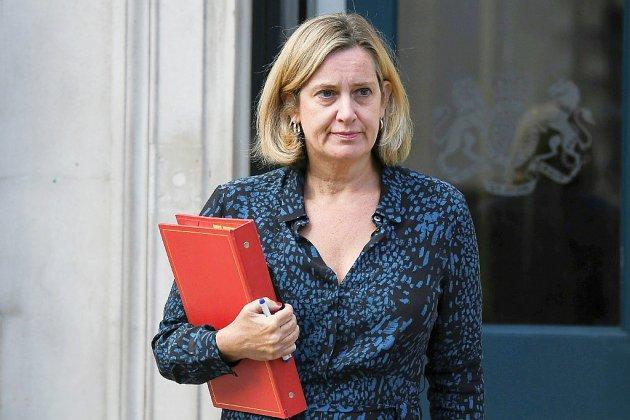 Amber Rudd claque la porte d'un gouvernement britannique en plein crise
