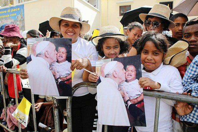 """A Madagascar, la messe très attendue du """"pape des pauvres"""""""