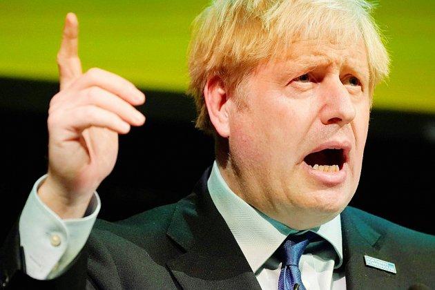 """Brexit: Johnson évoque """"d'énormes progrès"""" et compare le Royaume-Uni à Hulk"""