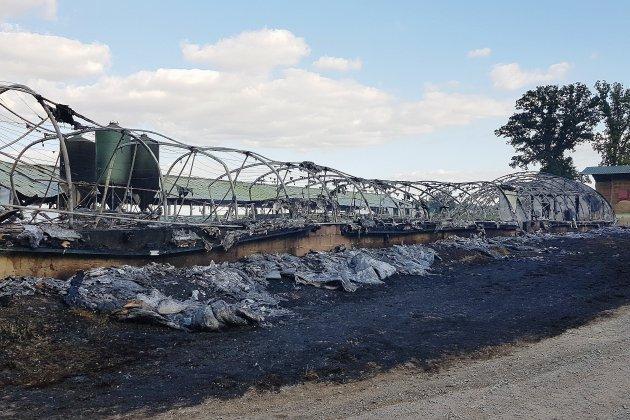 Normandel: une soixantaine d'agriculteurs au chevet de l'éleveur incendié