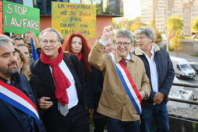 """Au procès de la perquisition mouvementée à LFI, Mélenchon revendique son """"insoumission"""""""