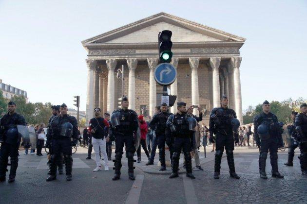 """Plusieurs centaines de """"gilets jaunes"""" à Paris, 30 interpellations"""