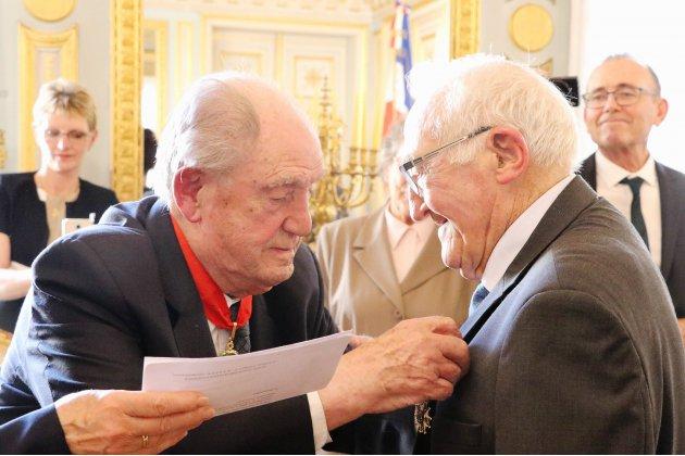 Bernard Duval, ancien résistant, décoré de la légion d'honneur