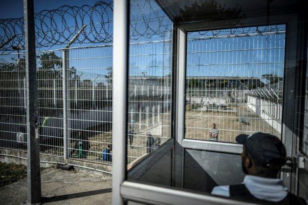 """Immigration: les associations appellent à revenir à la """"réalité"""" du terrain"""