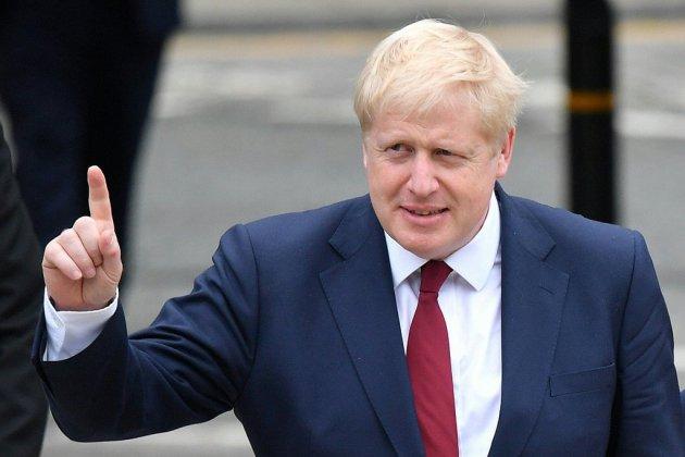 """Brexit: Boris Johnson fera une """"offre finale"""" à l'UE mercredi"""