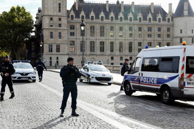 """Attaque à la Préfecture de police: mise en garde du gouvernement contre les """"élucubrations sur les réseaux sociaux"""""""