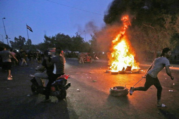 """Violences à Bagdad: 13 morts dans la nuit, l'armée admet un """"usage excessif"""" de la force"""