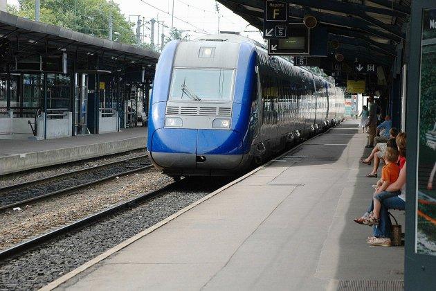 Les défenseurs de la ligne SNCF Caen/Tours s'invitent au Conseil régional