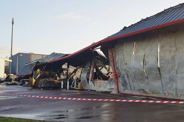 Un magasin de motos détruit par un incendie dans la nuit