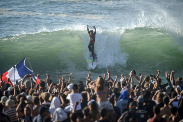 Circuit Pro de surf: le Français Jérémy Florès s'offre une victoire exceptionnelle