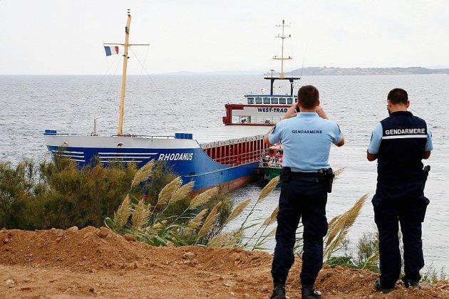 Un cargo s'échoue au cœur de la réserve naturelle de Bonifacio