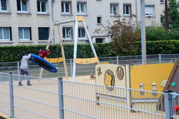 Une aire de jeux accessible aux enfants en situation de handicap