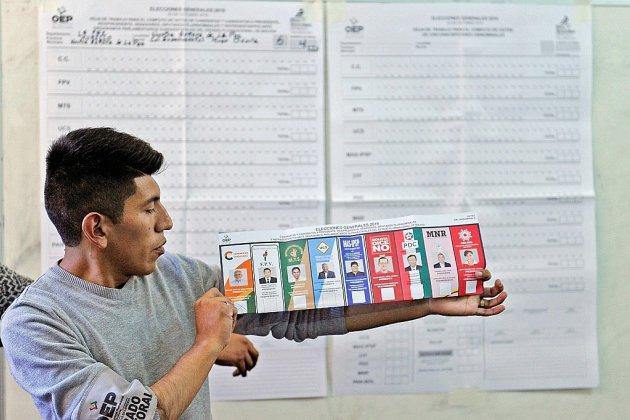 Elections en Bolivie: Morales en tête, mais contraint à un second tour inédit