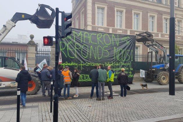 Mobilisation des agriculteurs devant la sous-préfecture