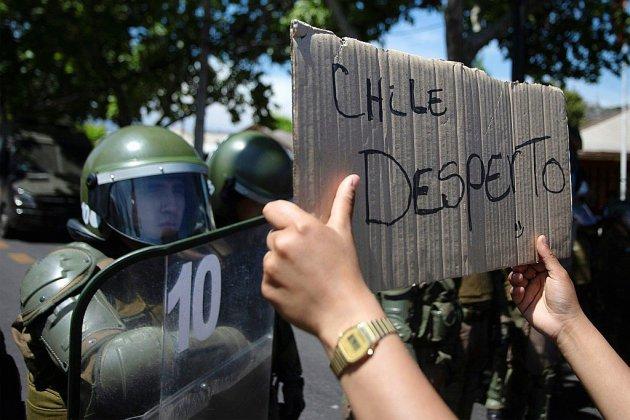 Chili: appel à la grève générale malgré le tournant social du président