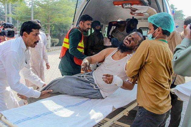 Pakistan : au moins 71 morts dans un incendie à bord d'un train de passagers