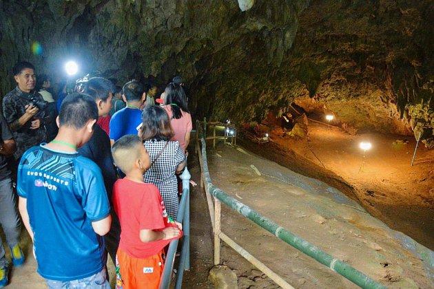 Thaïlande: la grotte où avaient été sauvés des adolescents rouvre au public
