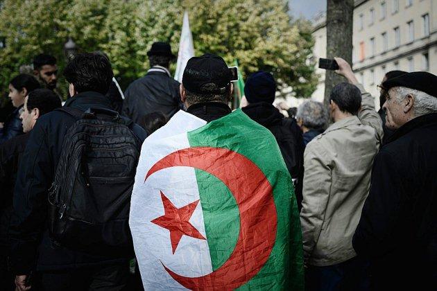 Présidentielle en Algérie: cinq candidats retenus, dont deux ex-Premiers ministres