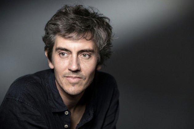 """Le romancier Sylvain Prudhomme remporte le Femina avec """"Par les routes"""""""