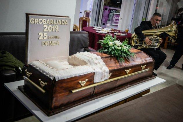 En Serbie, le bal des croque-morts