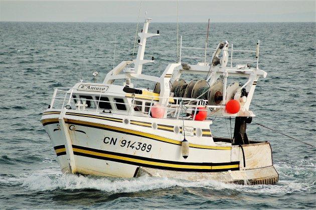 Deux marins secourus au large avant le naufrage de leur navire