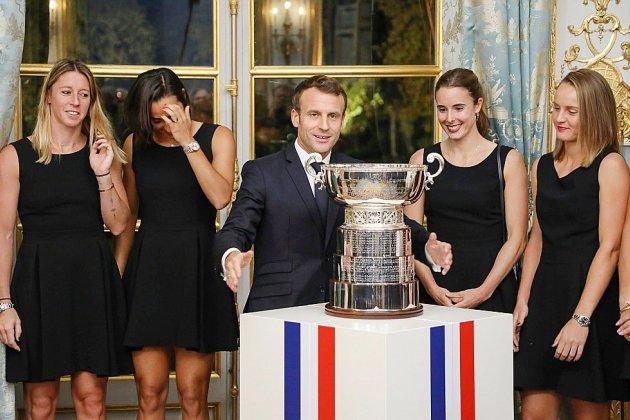 """Victoire française en Fed Cup: Emmanuel Macron salue de """"grandes dames"""""""