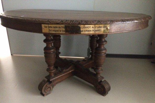 La table où Rommel fut soigné arrive au Mémorial