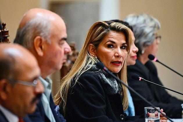 """Bolivie: le pouvoir intérimaire promet de convoquer """"très vite"""" des élections"""
