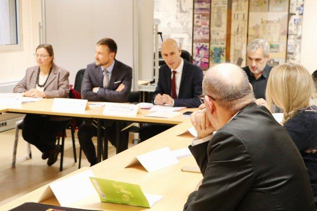 Parents d'élèves, associations et Éducation nationale autour de la table
