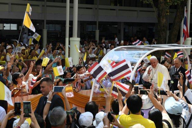 """En Thaïlande, le pape exhorte à protéger """"la dignité"""" des enfants exploités"""