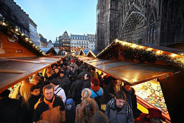 Ouverture du marché de Noël de Strasbourg, un an après l'attentat