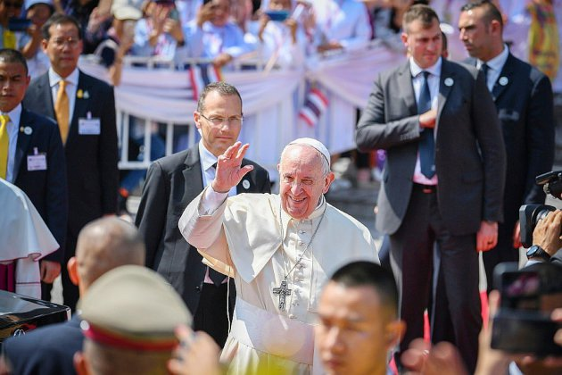 "Le pape invite les catholiques thaïlandais à s""ouvrir aux jeunes obsédés par le consumérisme"