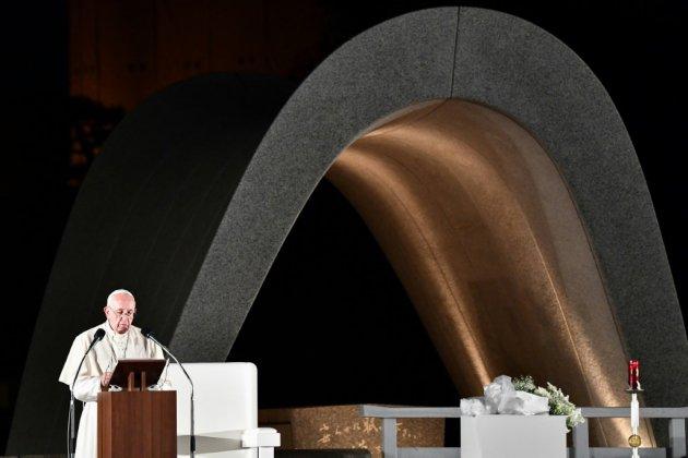 """L'arme nucléaire est """"un crime"""" et la dissuasion erronée, dénonce le pape"""