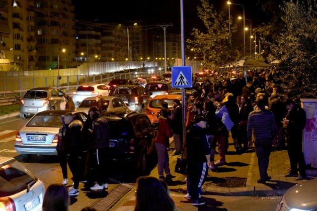Un puissant séisme de magnitude 6,4 frappe l'Albanie, un immeuble effondré
