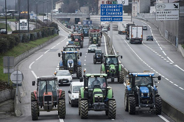 En colère contre les prix bas, les agriculteurs veulent bloquer Paris